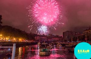 Disfruta de los fuegos artificiales desde la Ría de Bilbao
