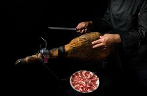 Lote de productos ibéricos y/o jamón con opción a formación de corte o con cortador