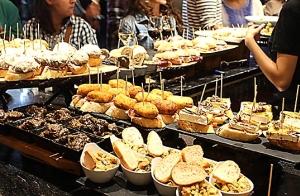 6 pintxos + 2 bebidas o Menú Entrecote en el Gastro Bar Me Tienes Frito, en Ribera Gastro plaza