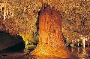 Entrada a las cuevas de Pozalagua