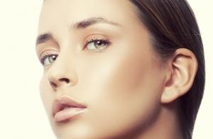 Mesoterapia facial de vitaminas con microagujas