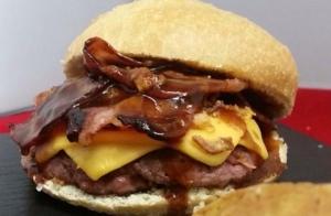 Completo menú de hamburguesa de buey