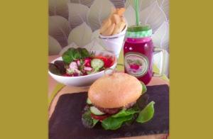 Menú de hamburguesas saludables con súper green smothie