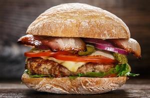 Menú de hamburguesa con bebida y postre