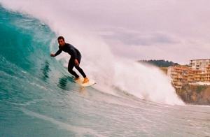 Curso de surf de 2 o 5 días en Lokal Surf Bakio